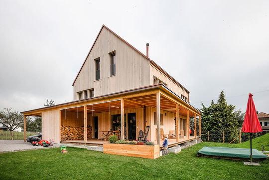haus mit veranda bauen veranda selber bauen eine super coole idee schwesig blockhaus aussen. Black Bedroom Furniture Sets. Home Design Ideas