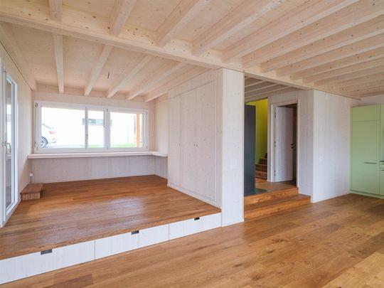 holzforum familien bijou in lengnau holzforum holzhaus. Black Bedroom Furniture Sets. Home Design Ideas